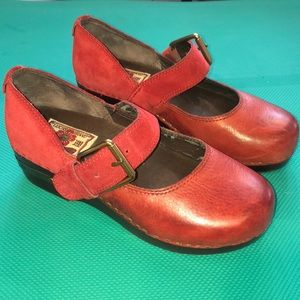 Guc lucky 🍀 brand red clogs 7.5